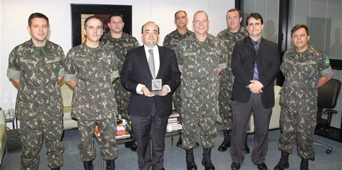 Visita do Comando de Operações Terrestres do Exército Brasileiro. – jun.2015