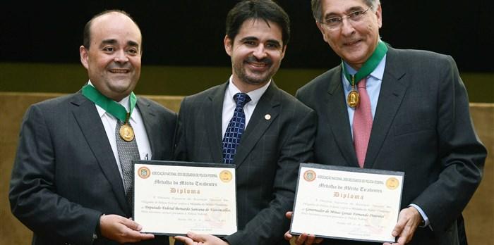 Recebimento da Medalha do Mérito Tiradentes pela Associação Nacional dos Delegados da PF