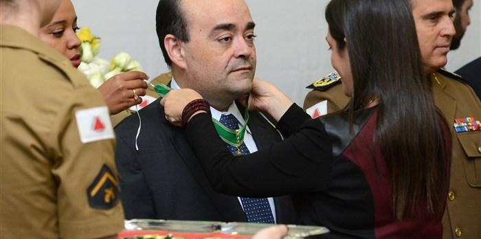 Recebimento da Medalha do Mérito da Defensoria Pública de Minas Gerais 2015 – 26/06/2015