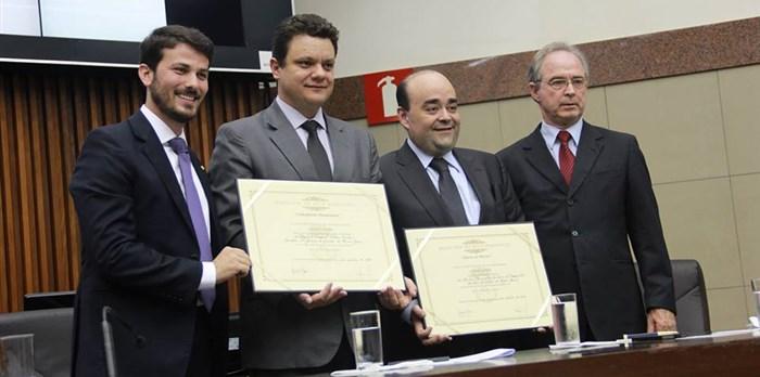 Secretário Bernardo Santana recebe diploma de Honra ao Mérito da Câmara Municipal de BH -01/10/2015