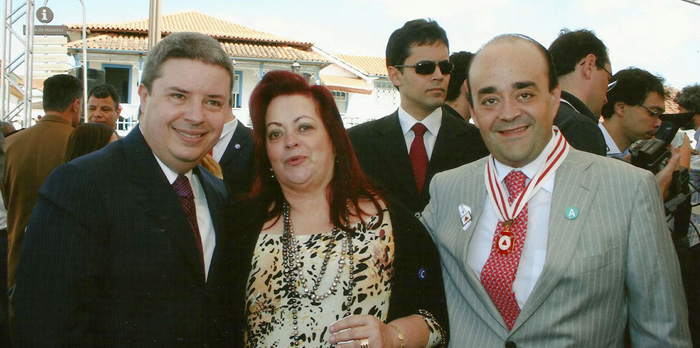 Deputado Bernardo Santana recebe das mãos do Governador Anastasia a Medalha do Dia de Minas. - julho 2011.