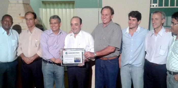 Placa de Reconhecimento Público recebida do Diretório do PR de Unaí. - nov. 2011.