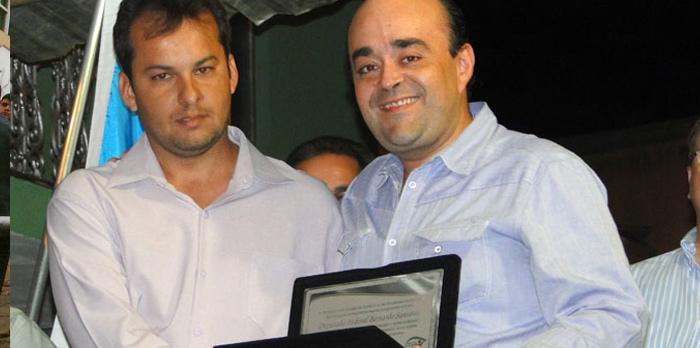 Homenagem recebida da Prefeitura de Santa Cruz do Escalvado pelos serviços prestados ao município. - out.2011