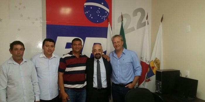 Bernardo Santana com o pref. Henrique (Itambacuri) e lideranças de Nova Belém. - 18/09/2017