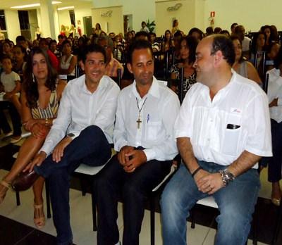 Bernardo Santana com o prefeito Danilo e o vereador Vavá, em evento da AMIP, em Taiobeiras. – jan. 2014.