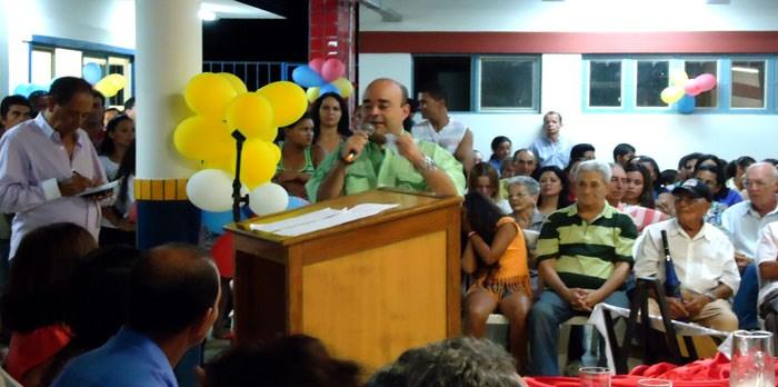Deputado Bernardo Santana discursa na inauguração da Creche do Pró-infância, em Rio do Prado.
