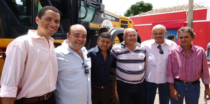 Em Mirabela, deputado Bernardo Santana entrega maquinário oriundo de sua emenda individual. – março