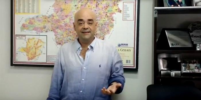 Secretário Bernardo Santana homenageia município de Santo Hipólito pelo aniversário de 53 anos